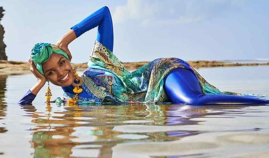 Halima Aden  nackt